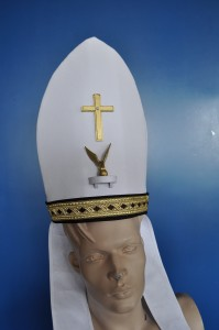 Mijter voor kardinaal in de stijl van de jurk.