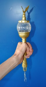 Handgemaakte scepter bijpassend bij het kostuum.